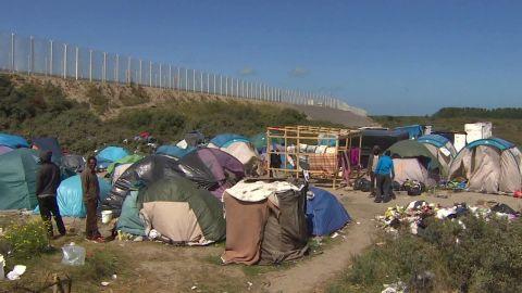 calais migrant camp tour morgan dnt_00000204.jpg
