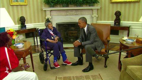 Longest living oldest veteran Emma Didlake White House President Obama visit _00000020.jpg