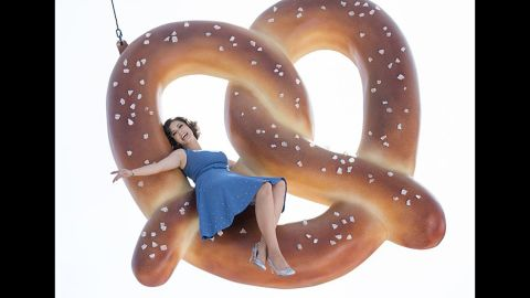 """Rachel Bloom gets to sing and show off her comedic chops in """"Crazy Ex-Girlfriend."""""""