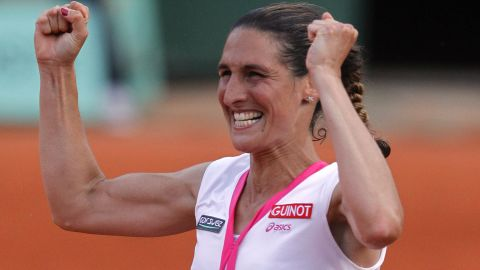 Razzano, whose fiance died a year earlier, rallied from a set down and 5-1 down in a second-set tiebreak to pull off the shock win.