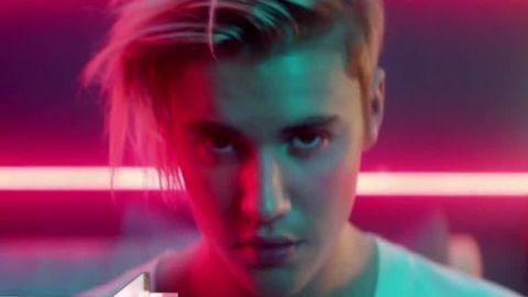 Lena Dunham reacting to Justin Bieber's song daily hit newday _00003506.jpg