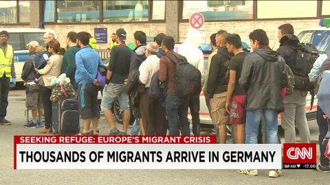 germany/thousands of migrants arrive in germanyatika shubert/pkg_00003205.jpg