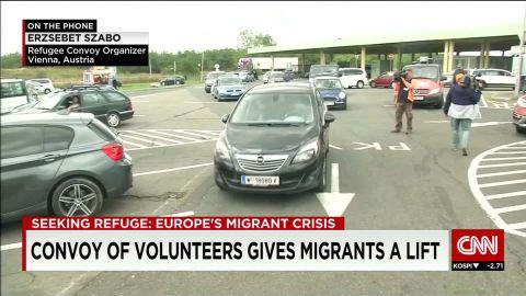 austria/convoy gives migrants a lift/phoner_00011901.jpg