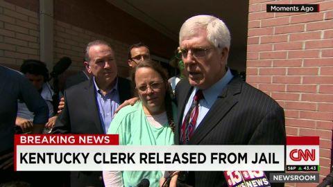 Kim Davis released jail_00001502.jpg