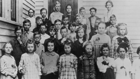 Born in 1911 in Tampico, Illinois, Reagan (second row, left) posed in this 1919 photo with his third grade classmates.