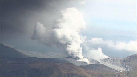 NS Slug: JAPAN: MOUNT ASO ERUPTS (AERIALS)  Synopsis: Japan's Mount Aso erupts.  Video Shows: Eruption of Mount Aso in Japan (Aerials)    Keywords: JAPAN VOLCANO ERUPTS ERUPTION