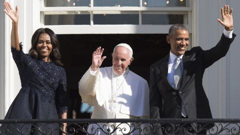 Obama, the Pope and first lady Michelle Obama greet the crowd during an arrival ceremony on the South Lawn of the White House on September 23.