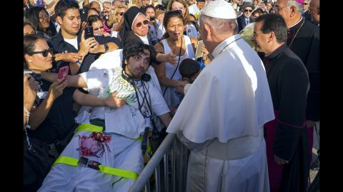 Crowds welcome Pope Francis to New York on September 24 after his arrival at John F. Kennedy International Airport.