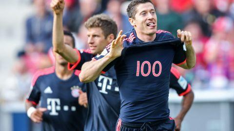 Robert Lewandowski celebrates with team mate Thomas Mueller during the Bundesliga match between Mainz and FC Bayern Munich at the Coface Arena.