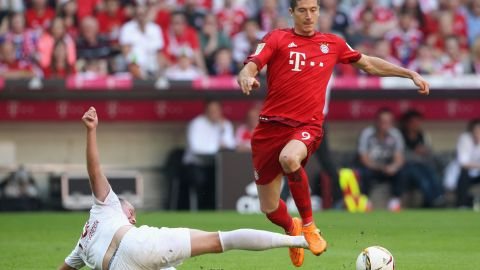 Lewandowski gets Bayern out of trouble with a second-half equalizer against Augsburg, before Thomas Muller's late penalty seals victory in the Bavarian derby.