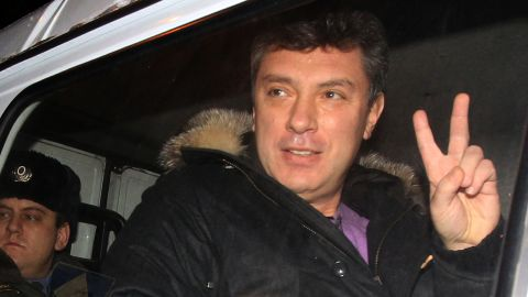 """Former deputy prime minister turned opposition leader Boris Nemtsov sits in a police vehicle as he unexpectedly leaves a jail in Moscow, on January 15, 2011, shortly before the time of Nemtsovs official release from detention. Nemtsov was arrested after an anti-Kremlin rally on Moscow's Triumfalnaya Square on New Year's Eve and sentenced to 15 days in jail for """"disobeying police instructions.""""  AFP PHOTO (Photo credit should read STR/AFP/Getty Images)"""