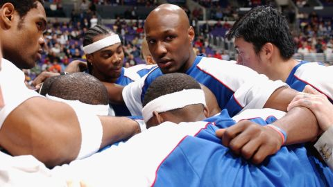 Odom huddles with his Clippers teammates before a game in December 2002.