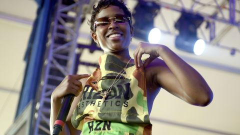 """Dej Loaf took home the """"Made You Look"""" award for best hip-hop style."""