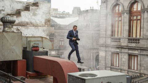 Bond (Daniel Craig) runs along the rooftops in pursuit of Sciarra in Mexico City in Metro-Goldwyn-Mayer Pictures/Columbia Pictures/EON Productions' action adventure SPECTRE.