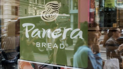 People walk by a Panera Bread restaurant  in Manhattan on September 11, 2015 in New York. AFP PHOTO/KENA BETANCUR        (Photo credit should read KENA BETANCUR/AFP/Getty Images)