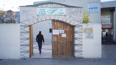 Entrance to the mosque in Courcouronnes.