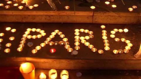 paris poignant moments natpkg_00012911.jpg