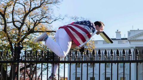 white house jumper intruder flag johns nr _00001430.jpg