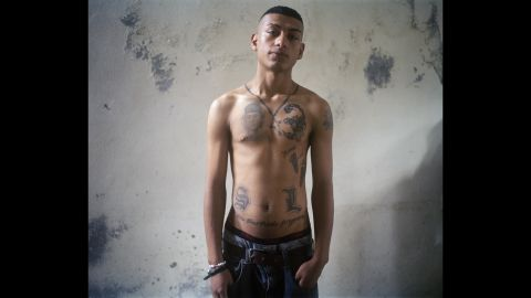 On Samuel's chest is a tattoo of his slain brother. The tattoo is based on a photo that King took.