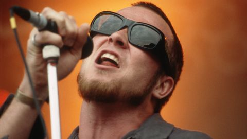 Weiland performs with Stone Temple Pilots in August 1993. The band came on the scene at the height of the grunge movement. The group's first two albums sold more than 10 million copies.