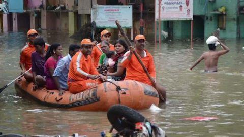 india floods curnow pkg_00004712.jpg