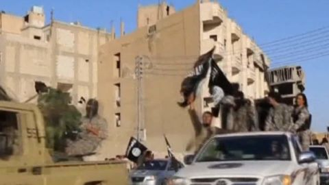 fleeing raqqa isis syria lee pkg_00000207.jpg