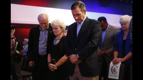 """U.S. Sen. Ted Cruz, a Republican presidential candidate from Texas, prays in Des Moines, Iowa, during the """"Rally for Religious Liberty"""" on Friday, August 21."""
