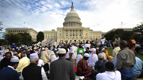 """Muslims pray on the west front of the US Capitol on September 25, 2009 in Washington, DC. The event """"Islam on Capitol Hill"""" was held to pray """"for the soul of America"""" and to show Islamic unity, according to organizers.  AFP PHOTO/Mandel NGAN (Photo credit should read MANDEL NGAN/AFP/Getty Images)"""