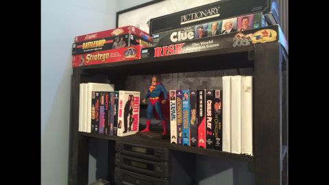 The apartment is furnished down to the smallest details, including Jerry's movie collection and Superman figurine. The actual figurine used in the show is also on display, under glass, on loan from Seinfeld himself.