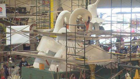 Rose Bowl parade float prep orig_00000000.jpg