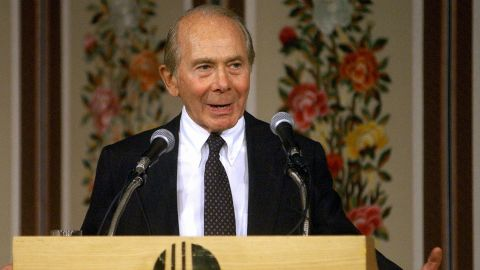 American Maurice R. Greenberg, Chairman of the US-Korea Business Council and Chairman of the American International Group, Inc.(AIG), delivers his speech during the General Membership Lunch Meeting at a hotel in Seoul, 27 June 2003.