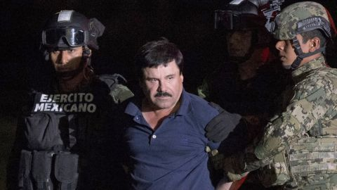 """ALTERNATIVE CROP OF RLB111.- Mexican drug lord Joaquin """"El Chapo"""" Guzman is escorted by army soldiers  to a waiting helicopter, at a federal hangar in Mexico City, Friday, Jan. 8, 2016. The world's most wanted drug lord was recaptured by Mexican marines Friday, six months after he fled through a tunnel from a maximum secuirty prison in a made-for-Hollywood escape that deeply embarrassed the government and strained ties with the United States. (AP Photo/Rebecca Blackwell)"""