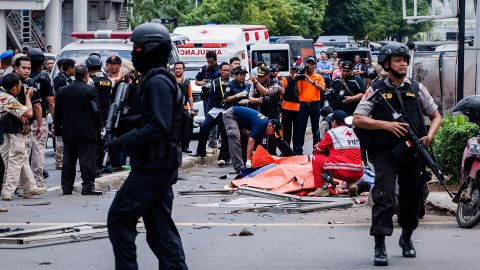JAKARTA, INDONESIA - JANUARY 14:  Indonesian policemen stands guard near the blast site after a series of explosions hit the Indonesia capital on January 14, 2016 in Jakarta, Indonesia. Reports of explosions and gunshots in the centre of the Indonesian capital, including outside the United Nations building and in the front of the Sarinah shopping mall, an area with many luxury hotels, embassies and offices.  (Photo by Oscar Siagian/Getty Images)