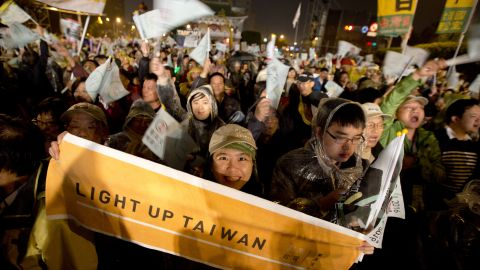 Supporters of DPP presidential candidate Tsai Ing-wen cheer at a rally on January 15.