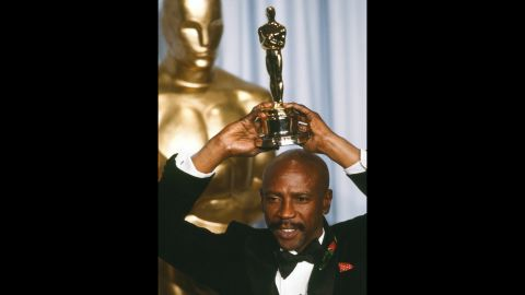 """Louis Gossett Jr. poses in 1983 with his best supporting actor award for his role in """"An Officer and a Gentleman.""""<br />"""