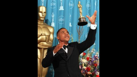 """Cuba Gooding Jr. throws his Oscar into the air after being named best supporting actor for his role in """"Jerry Maguire"""" in 1997."""