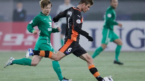 """Erik Paartalu (#6 with former team Brisbane Roar) lasted one year in the Chinese Super League with Tianjin Teda F.C. -- an experience he called """"one of the most challenging times in my life, but also one of the most rewarding."""""""