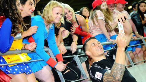"""Fans from many of the 16 competing countries were out in force over the weekend to cheer on their side at this year's Wellington Sevens. New Zealand's Sonny Bill Williams delighted some spectators by taking a selfie following the All Blacks' <a href=""""http://edition.cnn.com/2016/01/31/sport/sonny-bill-williams-wellington-sevens-rugby/index.html"""" target=""""_blank"""">dramatic last-gasp victory against South Africa.</a>"""