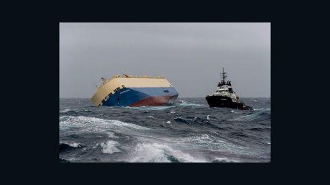 """Cargo """"Modern Express """" le Dimanche 31 Janvier 2016 au large des côtes françaises."""