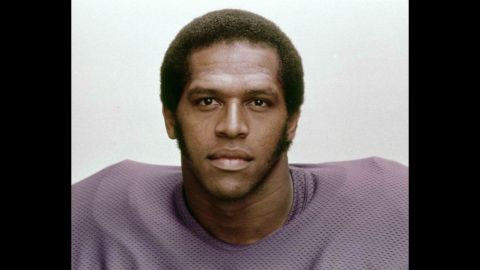 """Former Minnesota Vikings linebacker Fred McNeill died in November 2015 due to complications from ALS. However, an autopsy confirmed that he suffered from CTE. What makes <a href=""""http://www.cnn.com/2016/02/04/health/fred-mcneill-cte-football-player/"""" target=""""_blank"""">McNeill's case</a> even more remarkable, though, is that he was potentially the first to be diagnosed while alive. Doctors used an experimental new technology to examine his brain."""