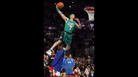 <strong>Gerald Green (2007):</strong> Green, a member of the Boston Celtics, jumped over Robinson on his way to dethroning the defending champion. And he did it in Dee Brown style, wearing the Celtics jersey of the 1991 champ as well as some Reebok Pumps. Later in the competition, Green also jumped over a table.