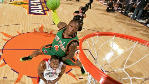 <strong>Nate Robinson (2009):</strong> What defeats Superman? Kryptonite. Or, in this case, Krypto-Nate, who brought out a green basketball to jump over Howard and take his crown.