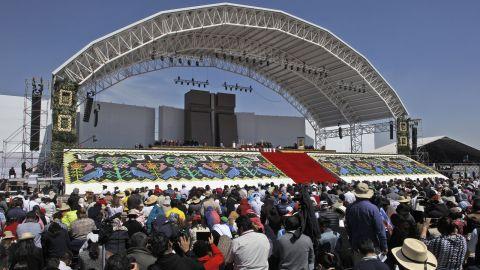 Catholic faithful attend Mass in Ecatepec.