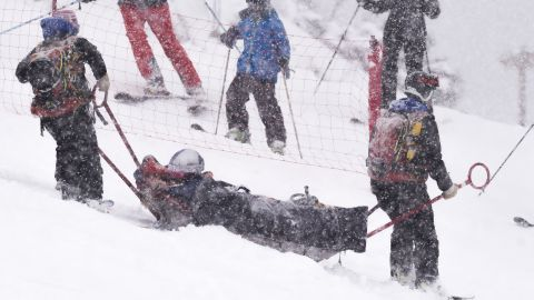 Injuries continued to hamper Vonn. She fractured her left knee in February 2016 in a crash during a World Cup super-G race in Soldeu, Andorra, but raced the combined event the next day before calling an end to her season.