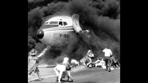 """<strong>Plane hero:</strong> A flight attendant helped save the day when a China Airlines jet undershot the runway and caught fire in Manila, Philippines, on February 27, 1980. <a href=""""https://news.google.com/newspapers?nid=2194&dat=19800227&id=A74yAAAAIBAJ&sjid=de4FAAAAIBAJ&pg=5199,1306264&hl=en"""" target=""""_blank"""" target=""""_blank"""">Wang Wen Hwang </a>stayed aboard the burning plane, even as her own clothing caught on fire, <a href=""""http://www.airliners.net/aviation-forums/general_aviation/read.main/2036510/6/"""" target=""""_blank"""" target=""""_blank"""">to help several passengers evacuate.</a> She's pictured here leaping to safety."""