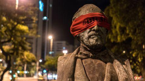 Artist blindfolds statues in Brazil