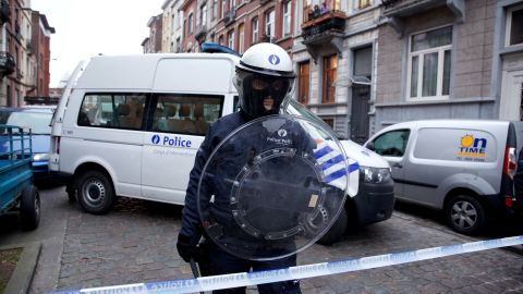 A policeman stands guard in Molenbeek, Brussels, on March 19, 2016, after Paris attacks suspect Salah Abdeslam was arrested.