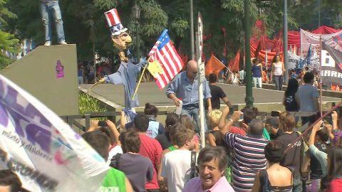 Argentina Obama protest Flores LKLV_00000000.jpg