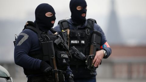 Special police forces stand guard outside the Council Chamber of Brussels on March 24, 2016 during investigations into the Paris and Brussels terror attacks. More than 30 people have been identified as being involved in a network behind the Paris attacks on November 13, with links now established to this week's bombings in Brussels. AFP PHOTO / KENZO TRIBOUILLARD / AFP / KENZO TRIBOUILLARD        (Photo credit should read KENZO TRIBOUILLARD/AFP/Getty Images)