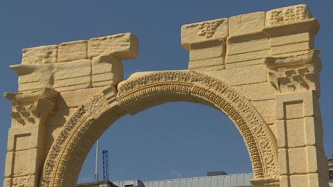 palmyra arch restored pkg pleitgen_00021528.jpg